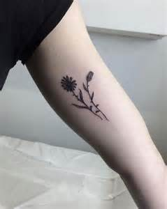20 minimalistic flower tattoos for women tattooblend