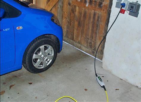 elektroauto zuhause aufladen so quot tankt quot der e up zu hause in der garage