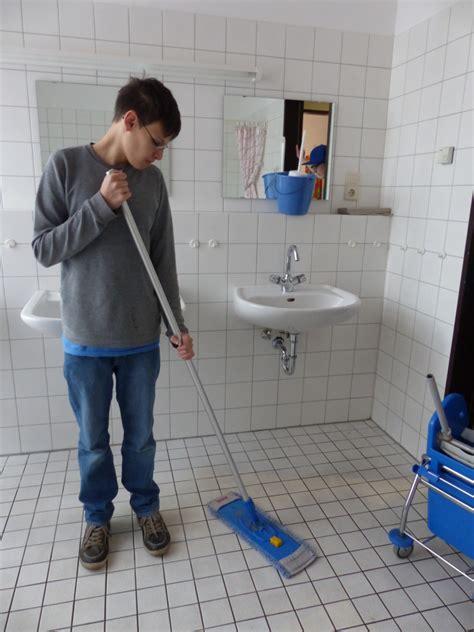bad richtig putzen bad putzen kleines bad einrichten diese badmbel drfen