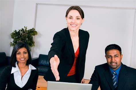 preguntas en una entrevista de universidad 5 preguntas que debes hacer en una entrevista de trabajo