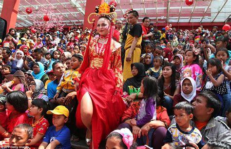 new year 2015 date indonesia new year 2015 celebrations around the world usher