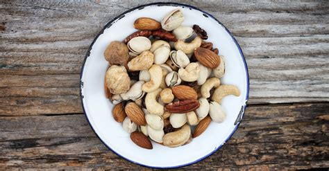 best healthy nuts top 10 healthy nuts and seeds you should eat