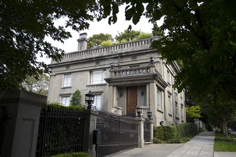 Gwen Stefani Pays 15 Million For Mansion by Should The Owner Of This 15 Million Seattle Mansion Pay A