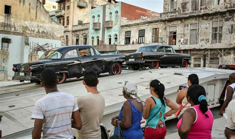 fast and furious 8 extras fast and furious 8 in havana gives lots of money to locals