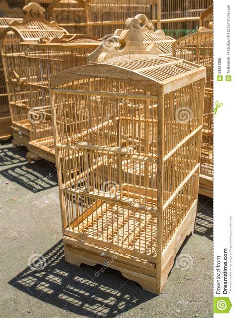 gabbie per uccelli in legno gabbie di legno per gli uccelli al mercato di pasar ngasem