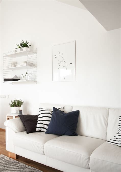 Living Room With Pictures - decordots