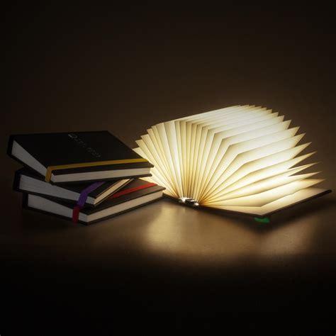 luce da comodino book of light luce da comodino a forma di libro getdigital