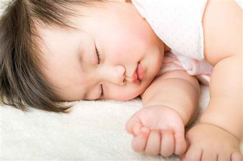 Bak Mandi Bayi Angin efek buruk mandi malam cuma mitos justru memudahkan bayi
