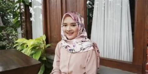 tutorial hijab pesta licin tutorial mengatasi hijab satin agar tidak licin saat