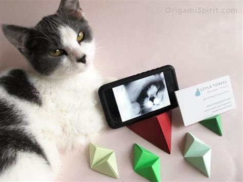 Origami Phone Holder - origami for a pyramid stand for iphone or