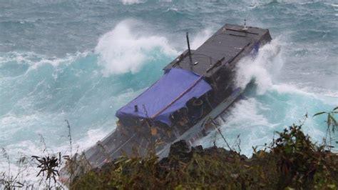 crash boat weather asylum seekers killed in boat crash off christmas island