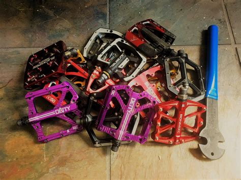 mountain bike shoes for platform pedals the best flat pedals for mountain biking of 2017