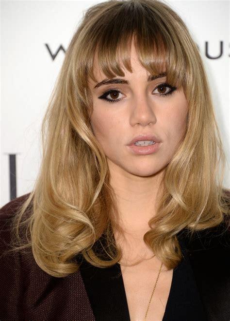 long layered blonde hair elle hairstyles suki waterhouse long layered blonde wavy hairstyle with