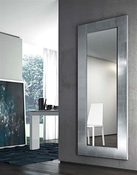 cornici a parete specchio a parete con cornice urania by riflessi design