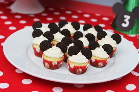 como decorar cupcakes de mickey mouse best 25 mickey mouse cupcakes ideas on pinterest mickey