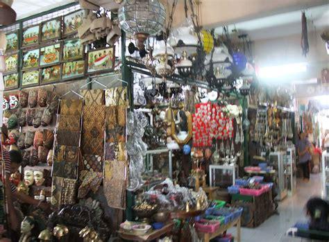 Barang Antik Di Pasar Triwindu yang antik dan unik di pasar triwindu 1001wisata