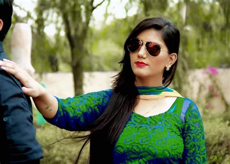 sapna choudhary in sapna choudhary new hd photos images pictures collection 2018