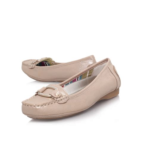 flat court shoes klein pythia3 flat court shoes in gold lyst
