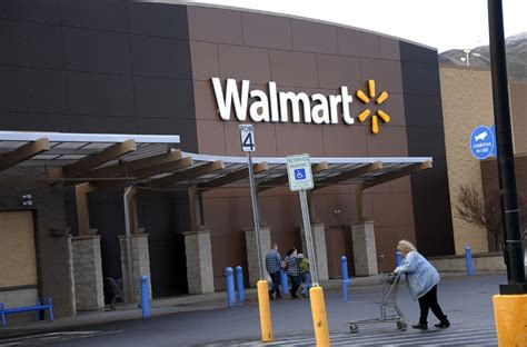 walmart open hours on new year s store hours 2016 what time is walmart open