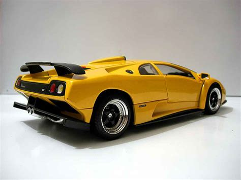 Lamborghini Diablo Model Car by Lamborghini Diablo Gt Yellow Motormax Diecast Model Car 1