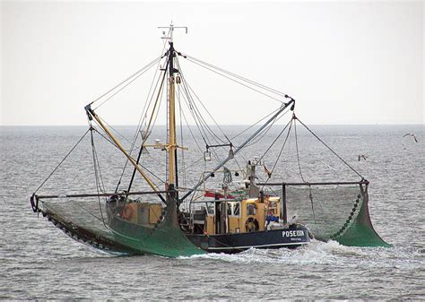 commercial fishing boat jobs uk commercial fishing wikipedia