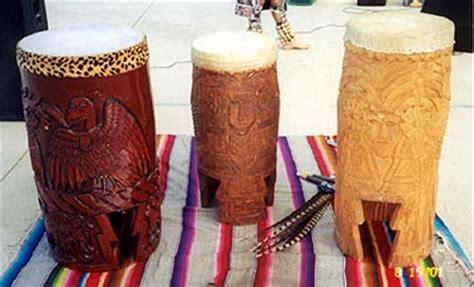 imagenes de tambores aztecas instrumundo instrumentos musicales hu 233 huetl