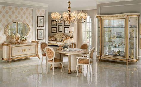 credenza sala da pranzo sala da pranzo in stile con vetrine credenza tavolo e