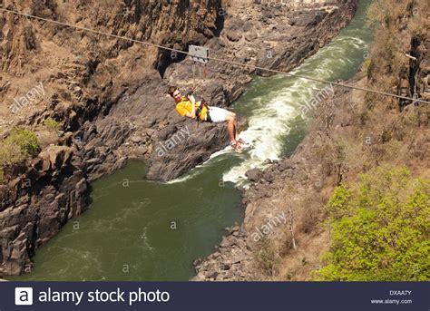gorge swing zambia auf hochseil schlucht schwingen viktoriaf 228 lle