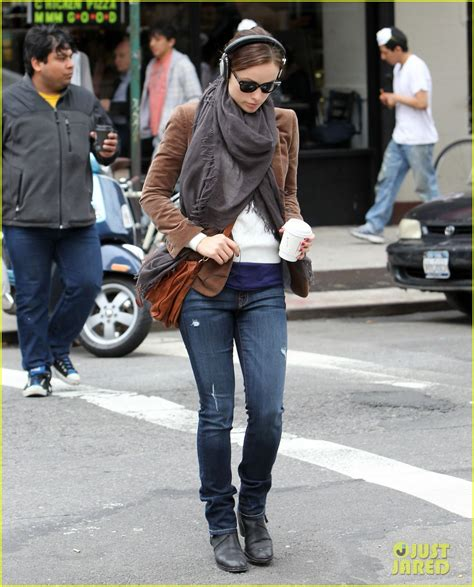olivia wilde coffee run with paco 04 view image olivia wilde coffee music in nyc photo 2848786