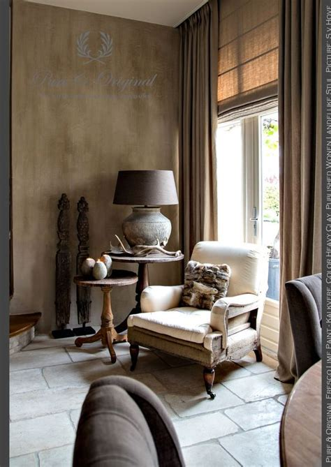 clay room salon living room corner fresco lime paint kalkverf in the color heavy clay on the wall