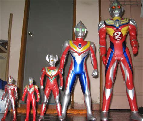 Patung Ultraman 3 selagi hayat di tangan nya may 2010