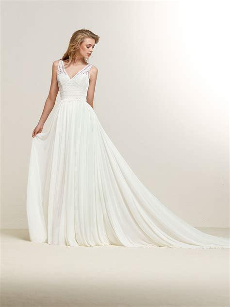 Dramia: Flared style wedding dress with crossed back