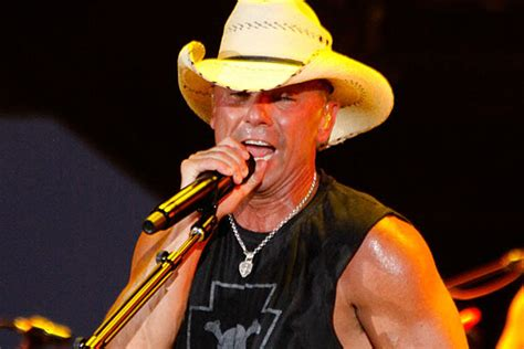 Kenny Chesney Isnt kenny chesney remains at no 1 with come