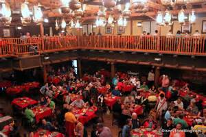 How To Stage A Dining Room Table - review the hoop dee doo musical revue at disney world s