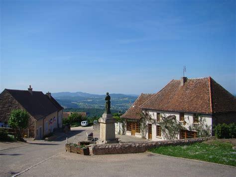 Photo à Suin (71220) : Mairie   Auberge la Marmusette   Suin, 12598 Communes.com