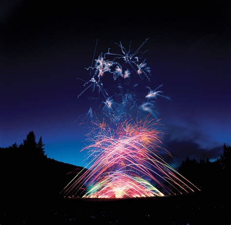 Butchart Gardens Fireworks by 30 Epic Pnw Adventures To Do This Summer Clipper