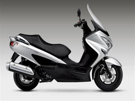 Suzuki Burgman 200 by Model Feature Comparison 2018 Suzuki Burgman 200 And