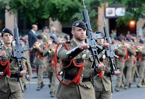 policia infanteria sueldo 191 qui 233 n tiene mayor rango un almirante o un teniente