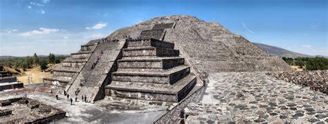 pirámide de base cuadrada turismo