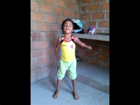 niña bailando el serrucho youtube