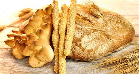 diversi tipi di pane pane e lievitati da salume