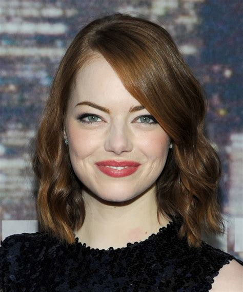 emma stone wavy hair emma stone medium wavy casual hairstyle medium brunette