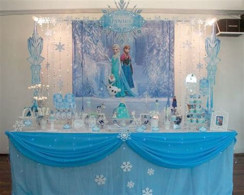 Frozen Table by 10 Spectacular Ideas To Celebrate Frozen Theme