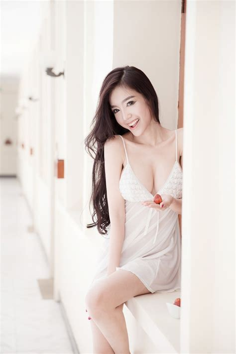 Hot girl nguc tran 100