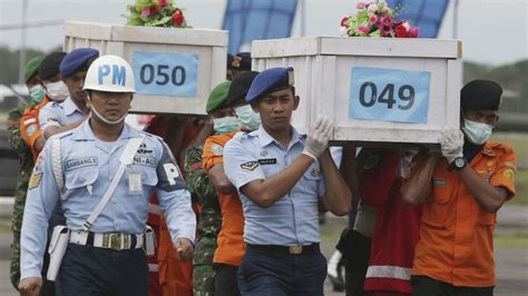 airasia victims indonesian officials airasia flight climbed too quickly