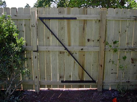 balancing a wooden fence gate 187 fencing