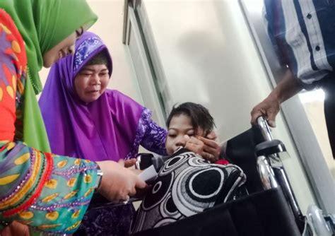 Kursi Roda Anak Anak mediacenter riau go id bk3s riau serahkan bantuan berupa kursi roda kepada anak cacat di