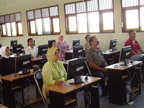 Meja Lab Komputer Laboratorium Bahasa Multimedia Komputer Inggris