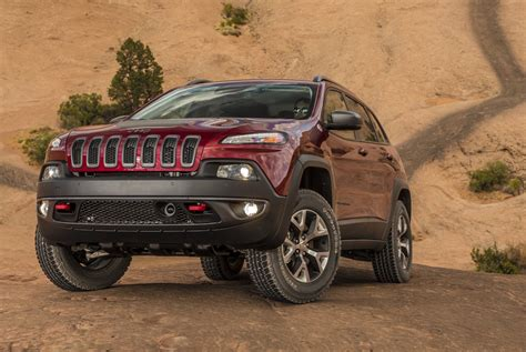 jeep cherokee fire 2015 2016 jeep cherokee recalled for water leak fire risk