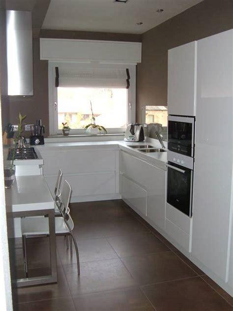 mensole bianche lucide cucina moderna laccata stradafacendo l arredo nell